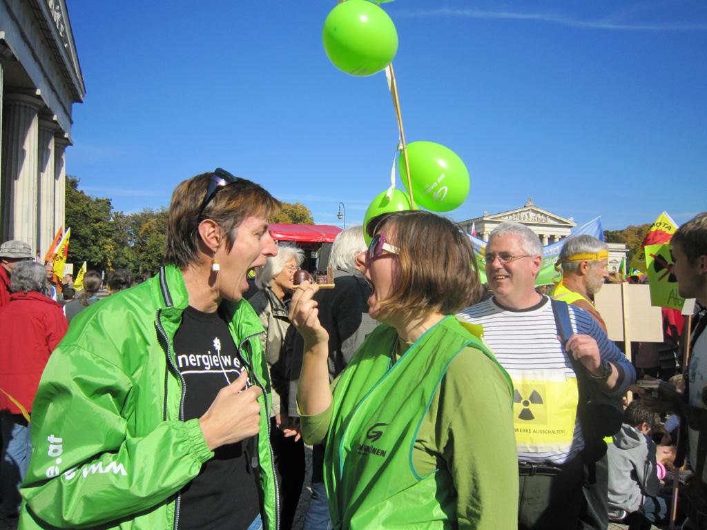 Astrid Rössler und Barbara Sieberth vernichten ein AKW in München