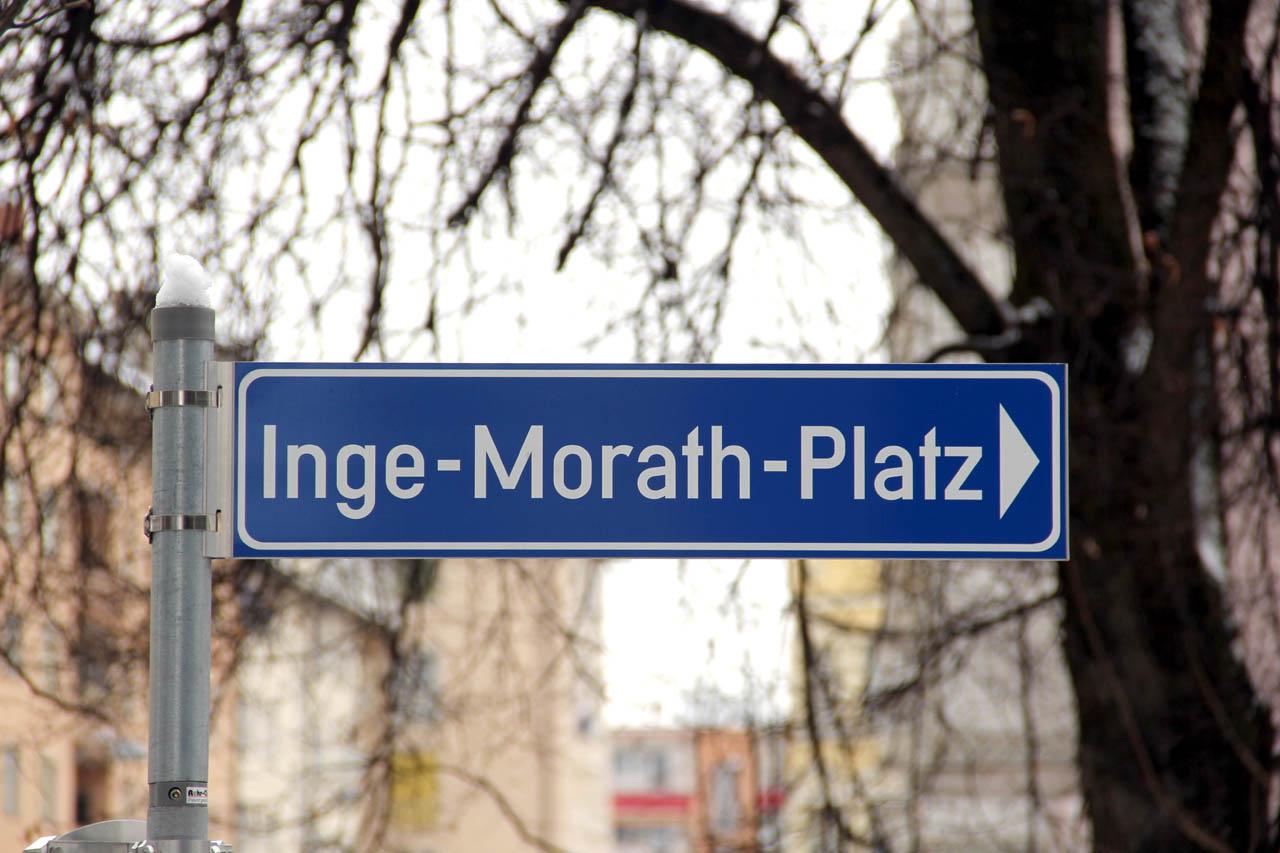 2009 entstand im ehemaligen Stadtwerke-Gelände an der Strubergasse der neue Inge-Morath-Platz. Inge Morath (1923-2002) war eine international bekannte Fotografin aus Salzburg